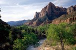 الجبال والتوازن الأرضي  Virgin%20River%20and%20the%20Watchman,%20Zion%20National%20Park,%20Utah